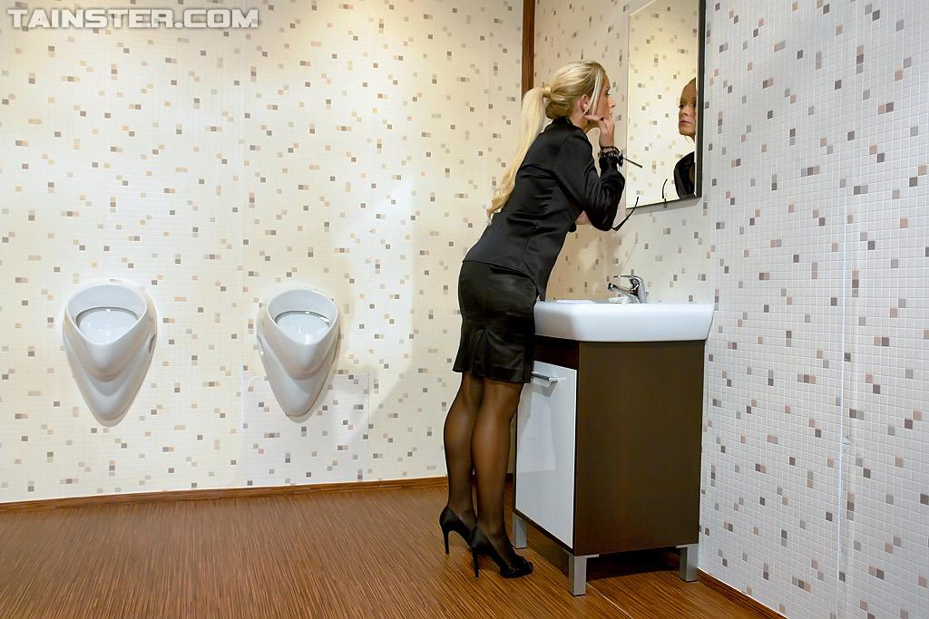 Dena recommend Femdom spanking man