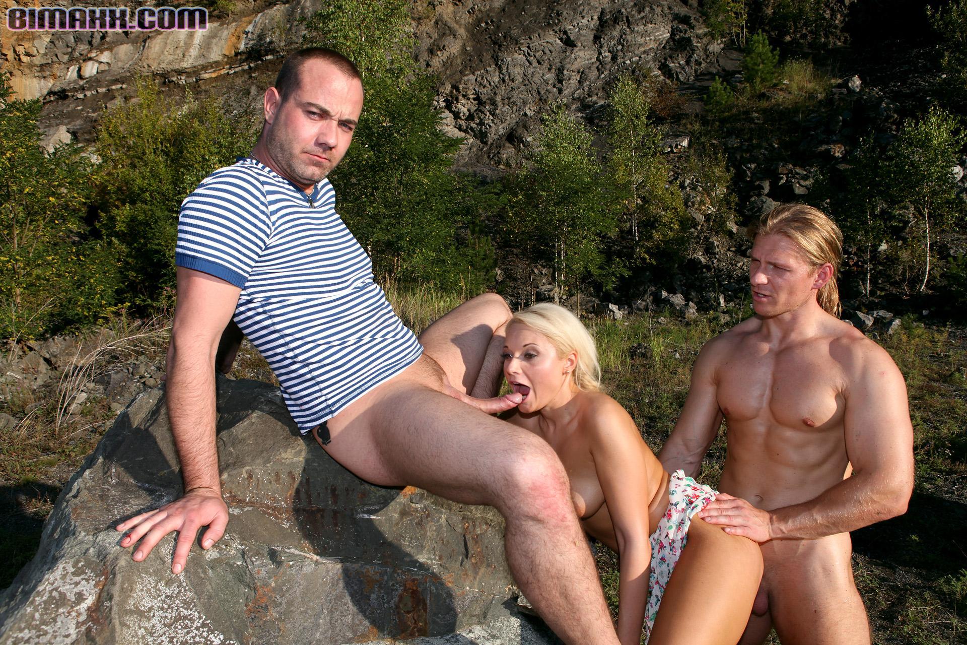 russkie-biseksuali-na-prirode