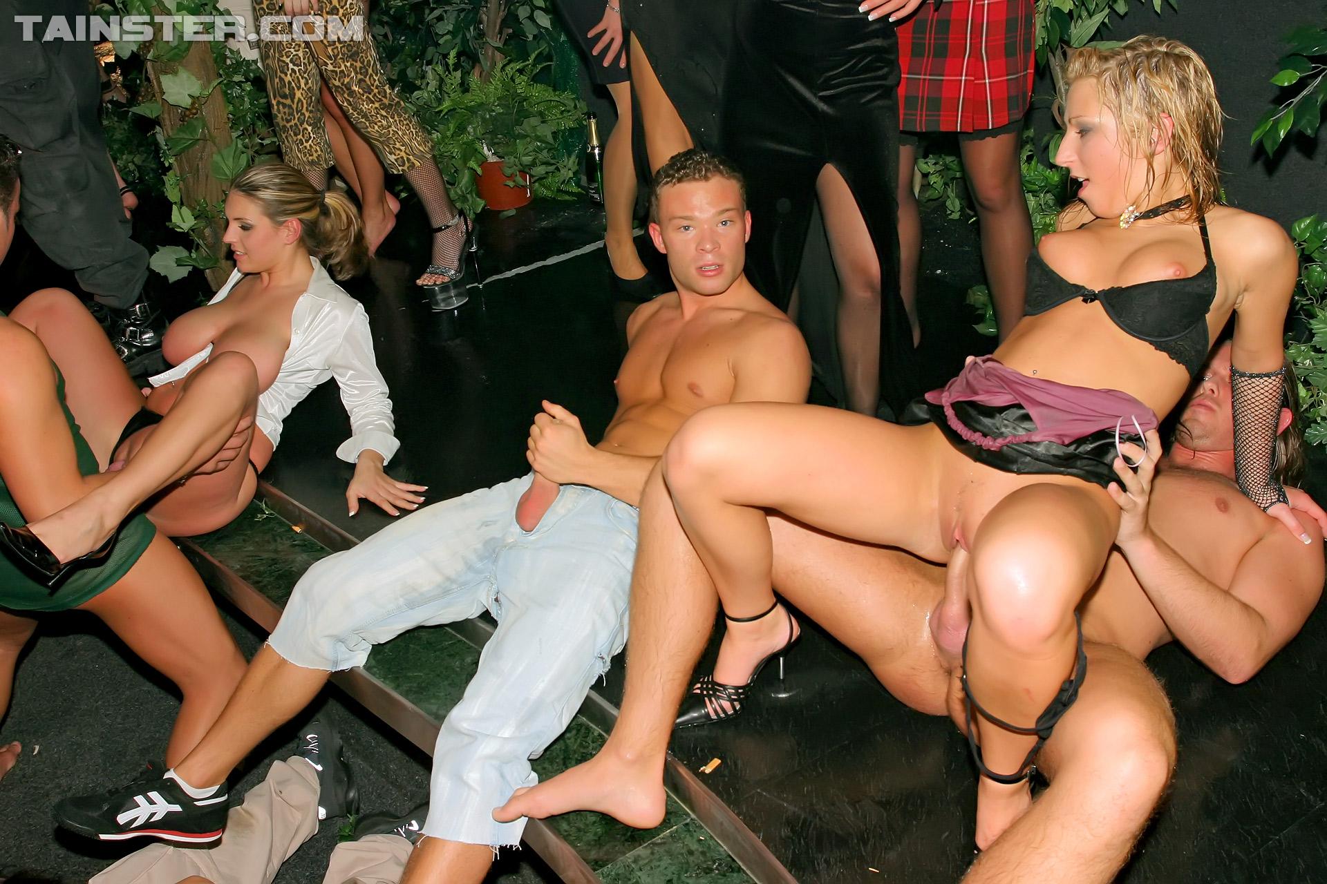 вечеринка порно голая