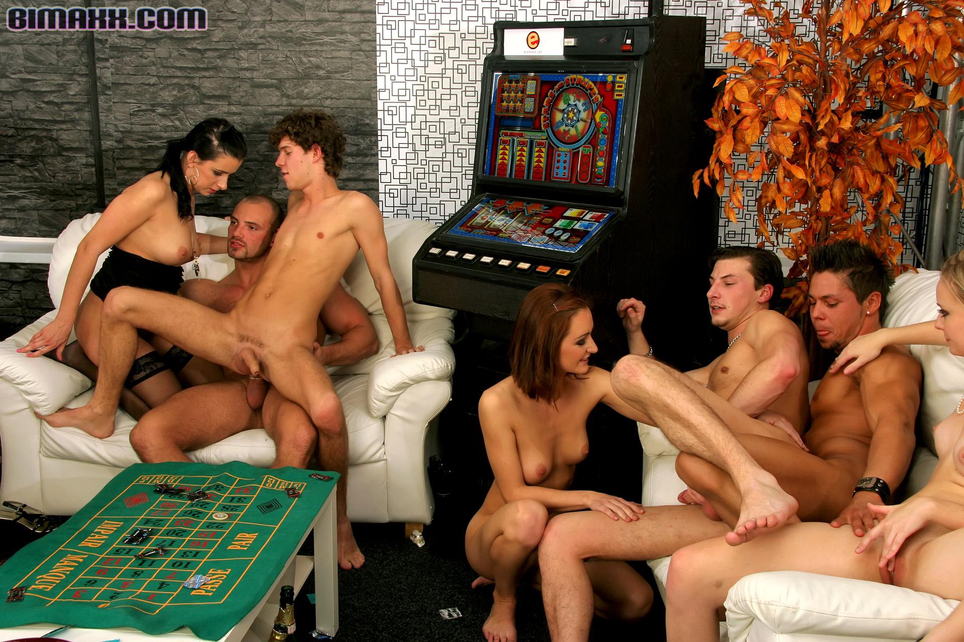 Порно вечеринка бисексуалов смотреть