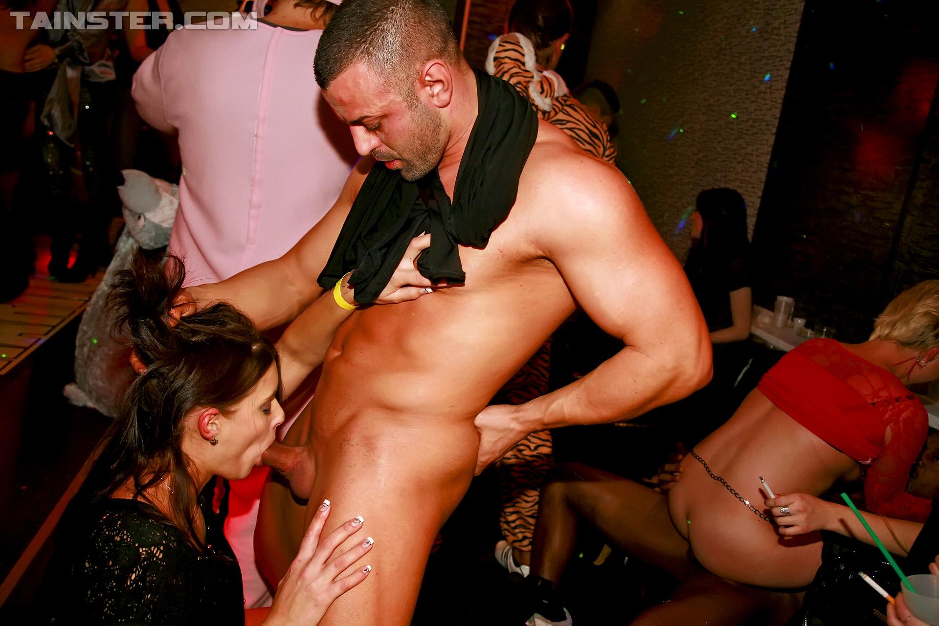 foto-obuchayushee-porno-seks-v-gostyah-zelenaya-bluzka