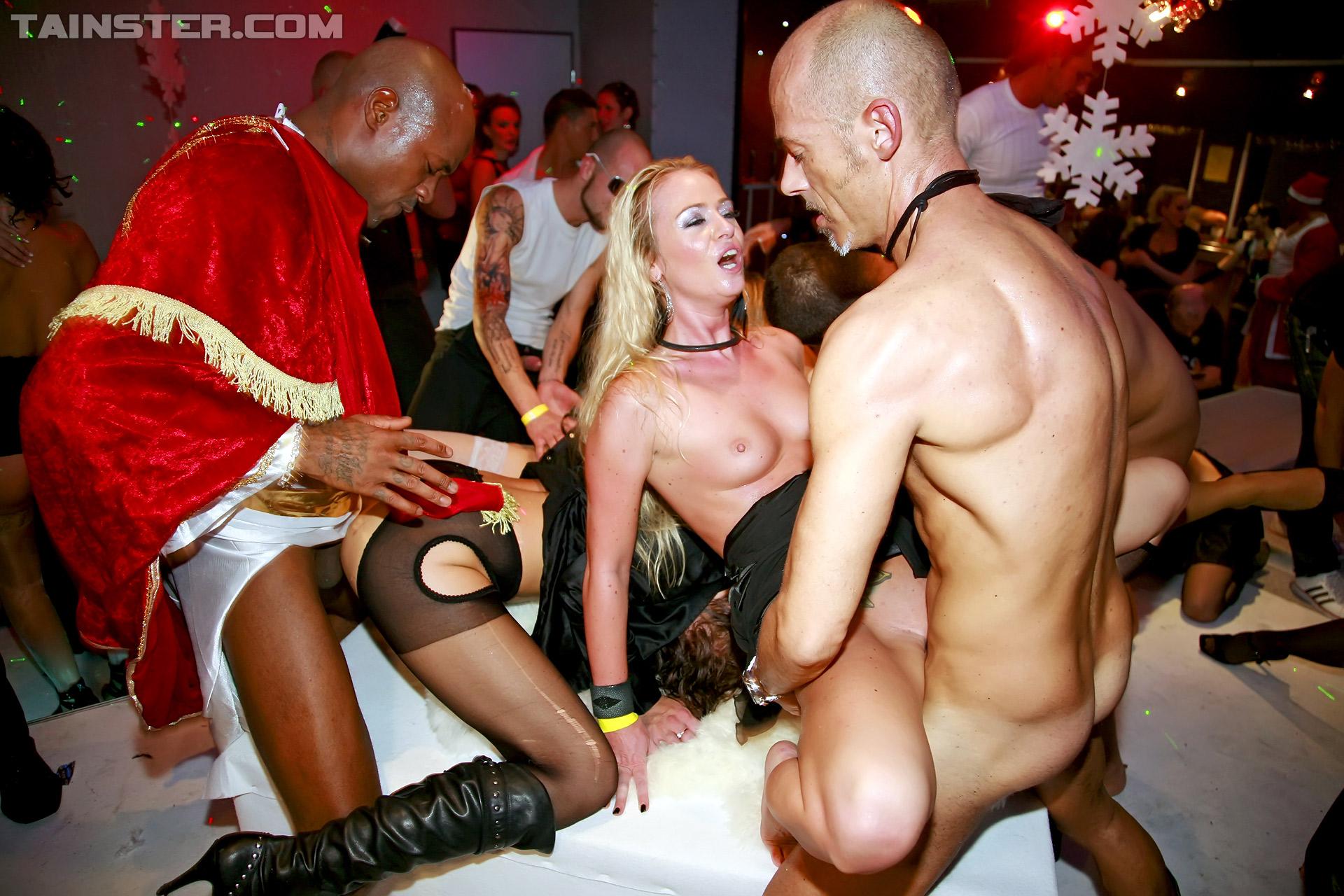 Порно в ночном клубе россия