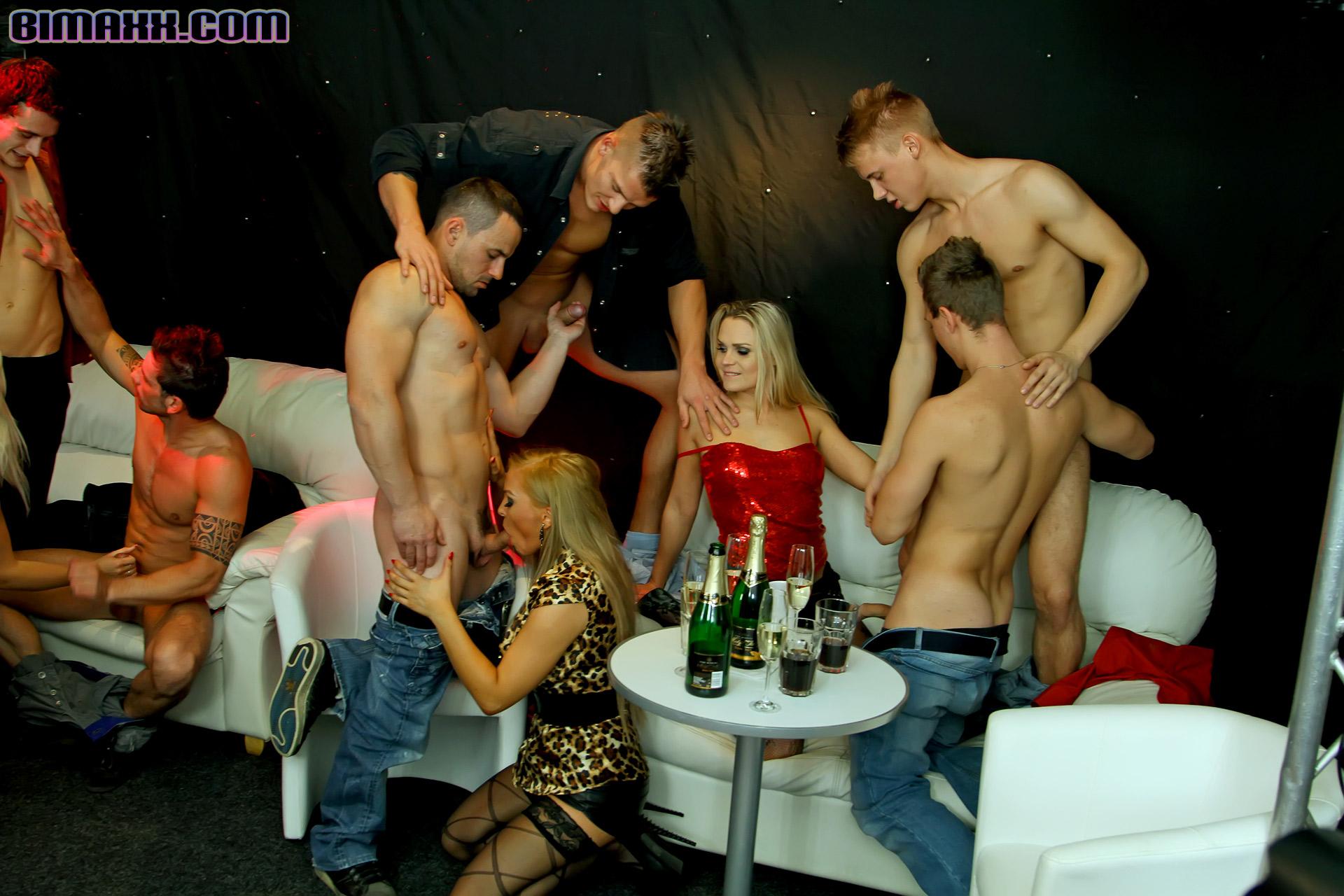порно московские вечеринки смотреть