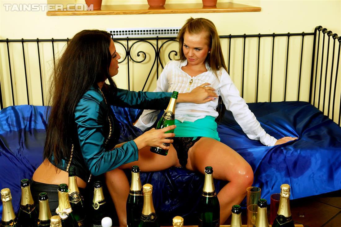 Лесбиянки С Шампанским