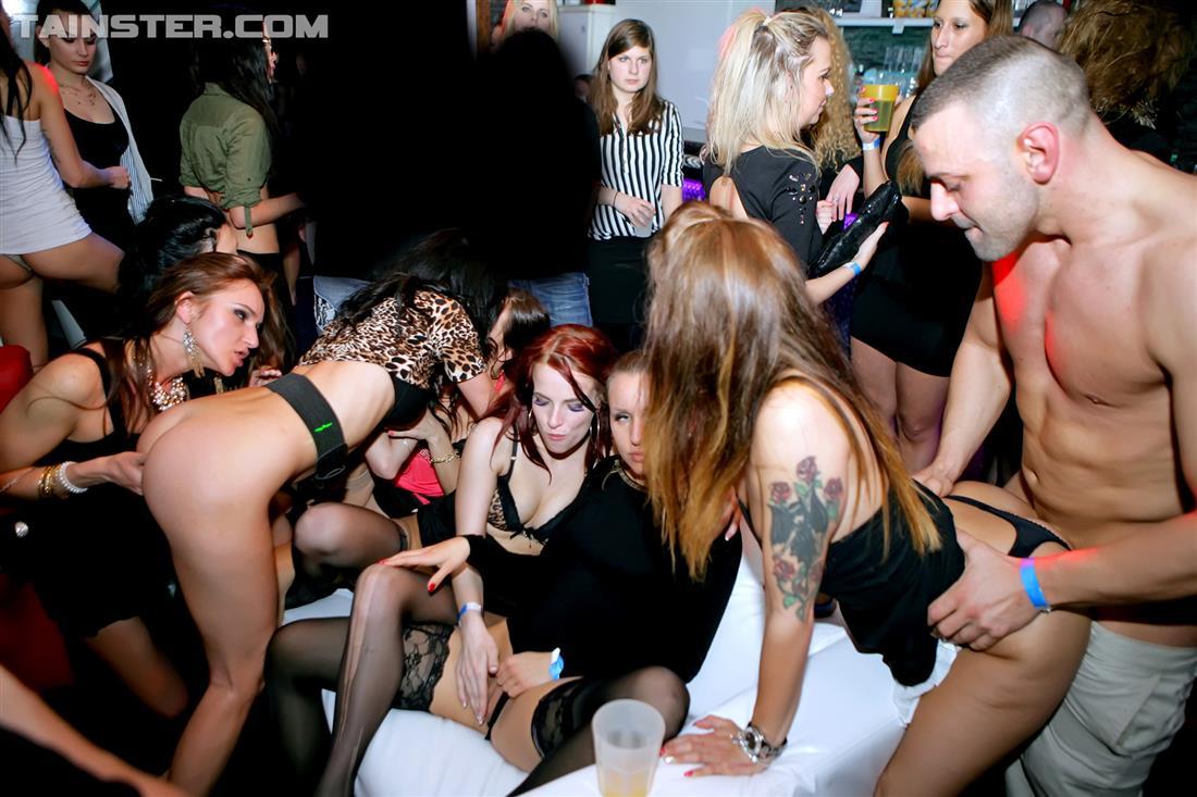 Секс вечеринки ночные клубы, Вечеринки порно, смотреть секс Вечеринки студентов 8 фотография