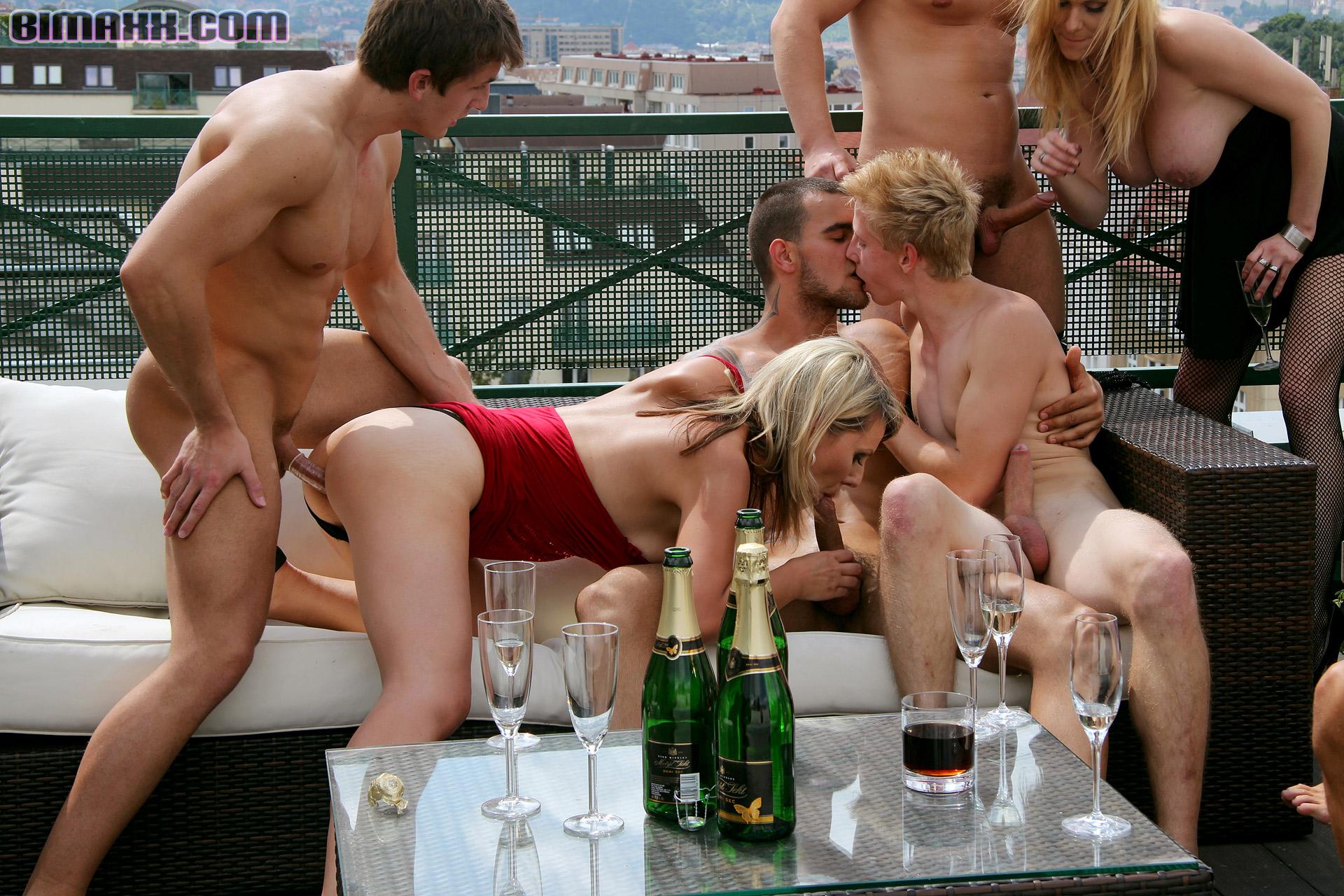 положила секс русские на крыше напитки имитатор вагины