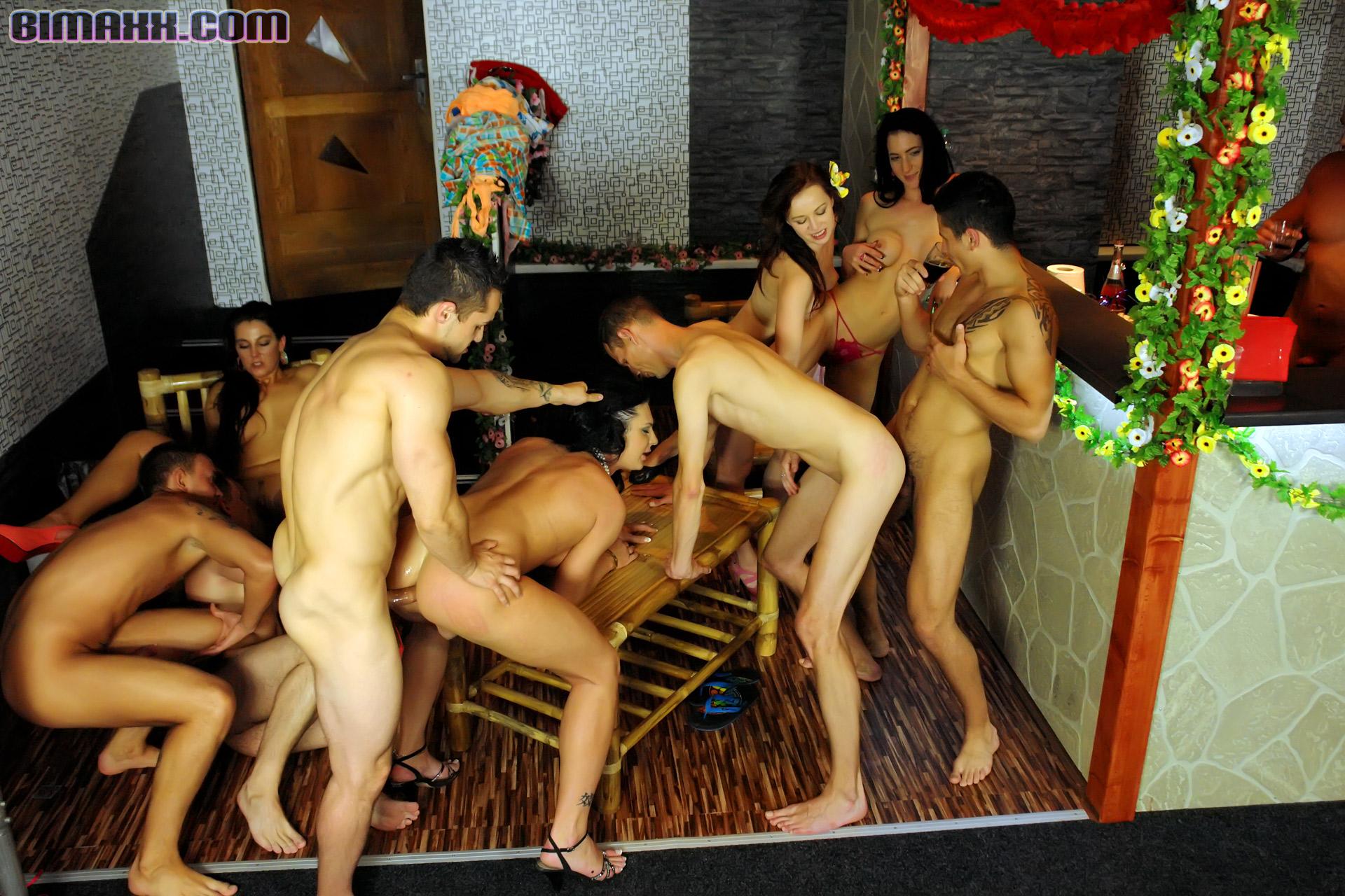hudozhestvennie-filmi-s-gruppovim-seksom