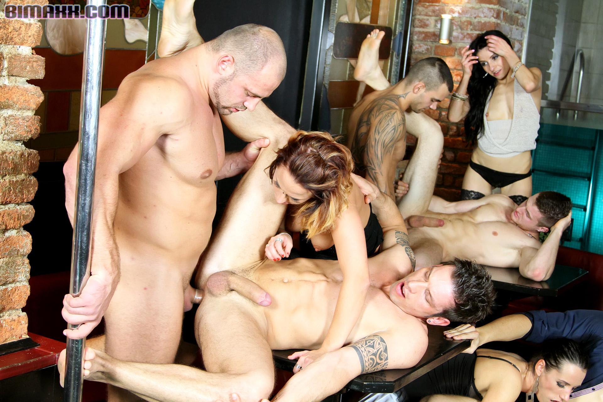 Смотреть онлайн жёсткая вечеринка, Порно вечеринки - бесстыдные Секс Вечеринки пьяных 9 фотография