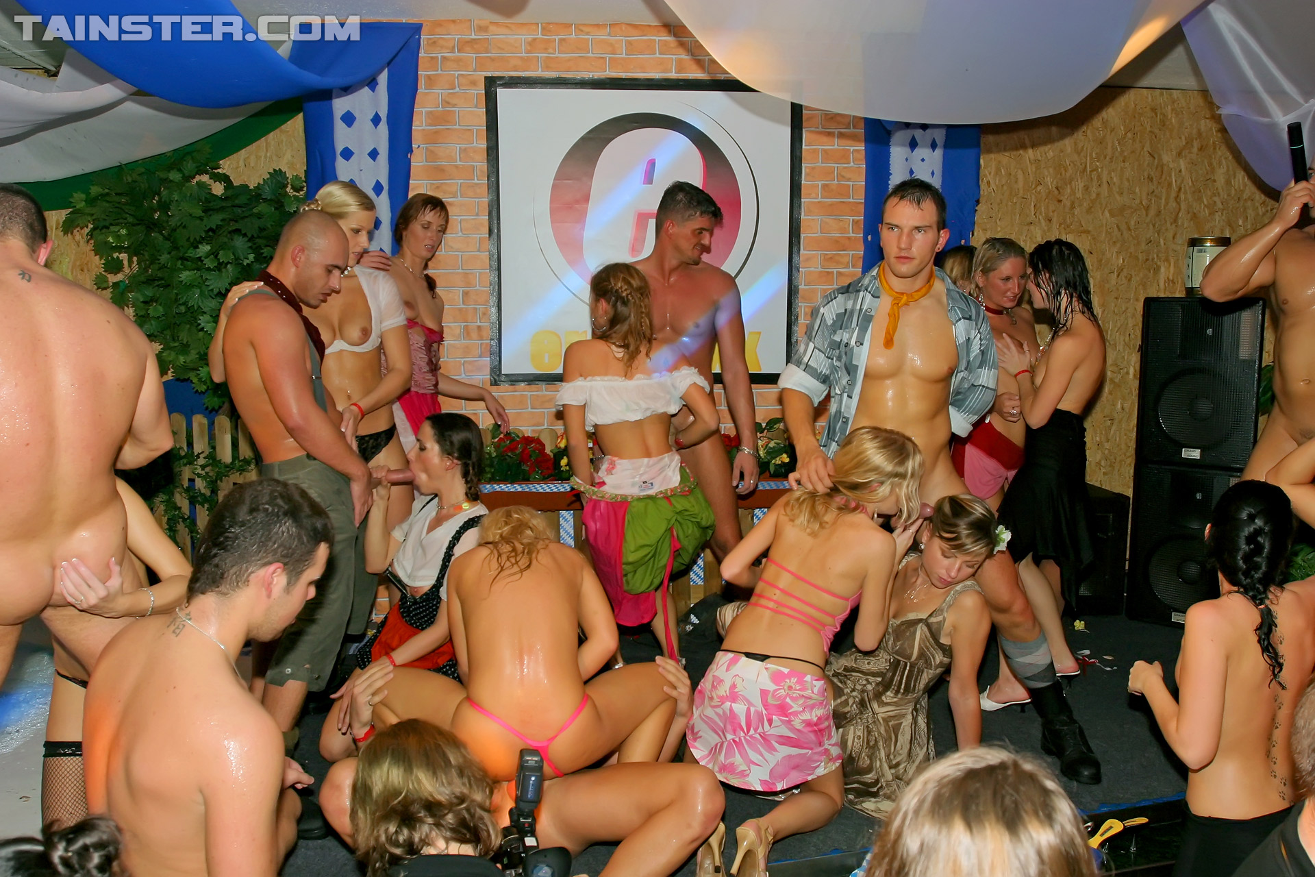 Пьяные трахаются на вечеринке, Пьяные порно, смотреть видео с пьяными девушками 8 фотография