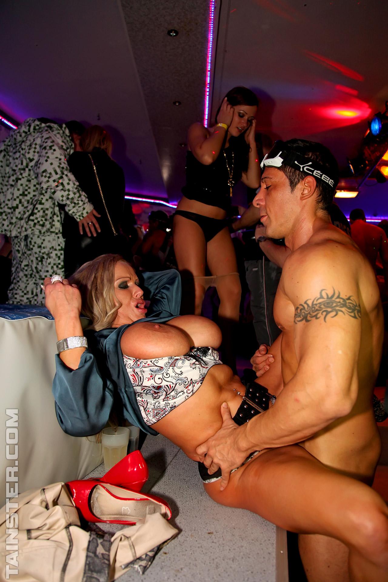 Ролик секс порно видео ночные клубы порно платье порно