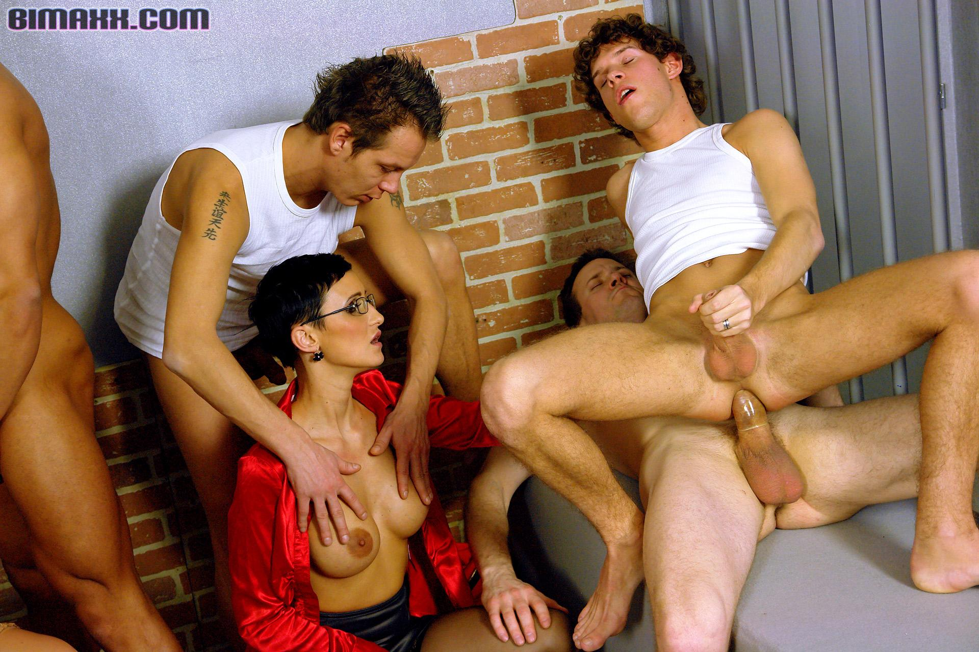 seks-biseksuali-gruppovuha