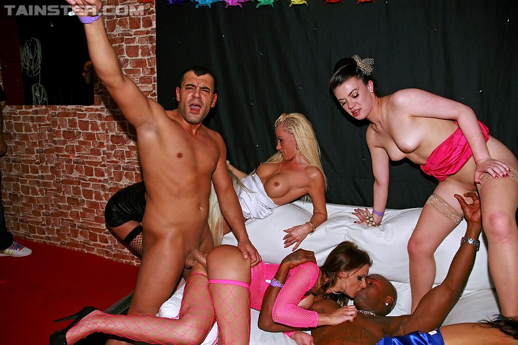 Вечеринка в ночном клубе секс